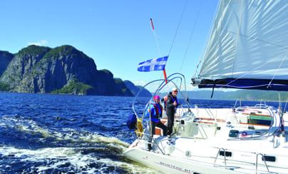 voilier avec drapeau du Québec